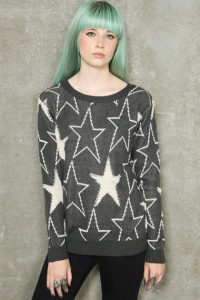 "Pull motif étoiles ""Urban Outfitters"" 85e"