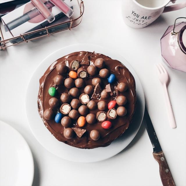 Gâteau au chocolat et nappage pâte à tartiner