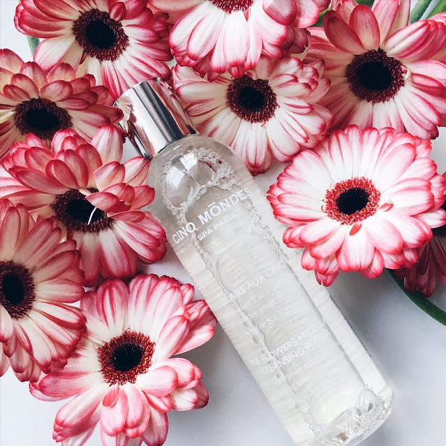 l eau micellaire aux cinq fleurs de cinq m ndes un bonheur stephaniieluvshopping. Black Bedroom Furniture Sets. Home Design Ideas